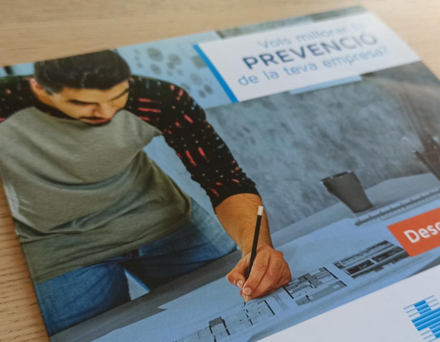 Díptico prevención Asepeyo - Diseño gráfico para mutua médica